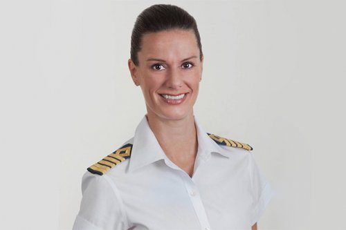 Кейт МакКью.  Капитан Кейт МакКью.