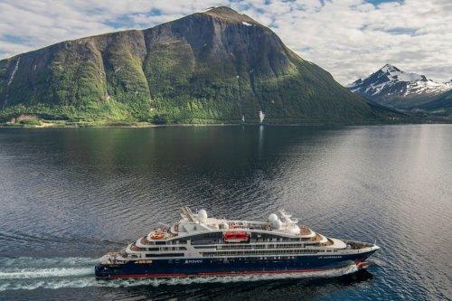 Le Lapérouse - новая супер-яхта крещенная в Исландии